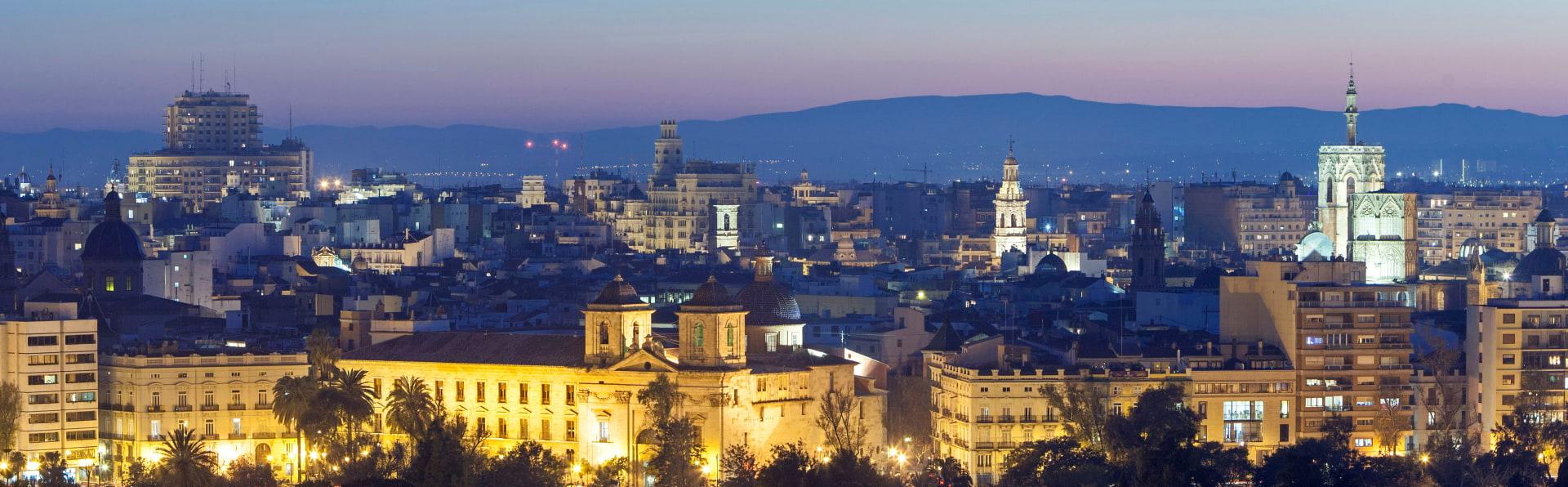 Vistas nocturnas de la ciudad de Valencia