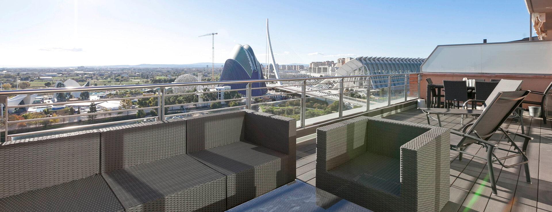 Terraza con vistas a la Ciudad de las Artes y las Ciencias