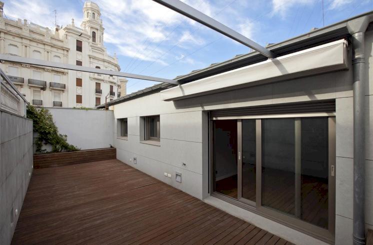 Ático con terraza y aparcamiento muy cerca de la Plaza del Ayuntamiento, Valencia.