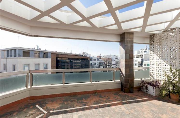 Piso de 275m2 con 5 dormitorios en el centro de Valencia.