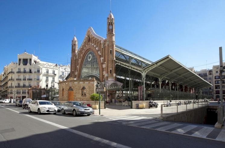 Amplia vivienda junto al Mercado de Colón en Valencia.