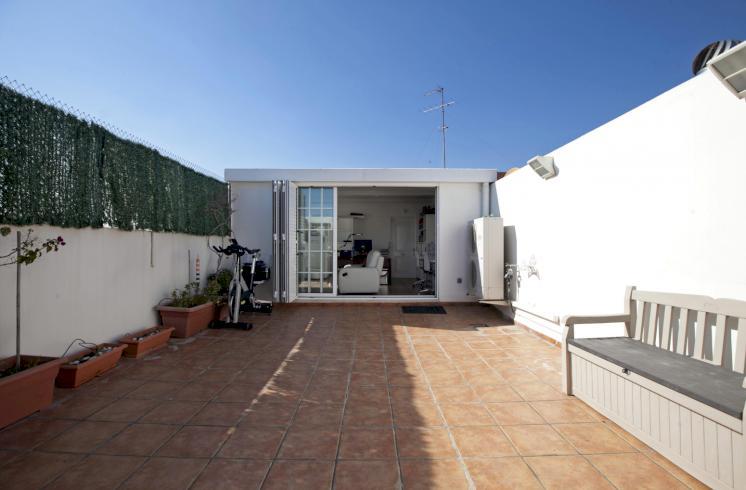 Fantástico ático dúplex en una zona con todo tipo de servicios en Valencia.