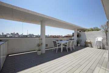 Moderno ático con gran terraza cerca de la Ciudad de las Artes y las Ciencias en Valencia.