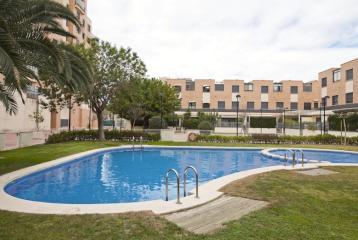 Chalet en venta en Valencia, con instalaciones comunitarias.