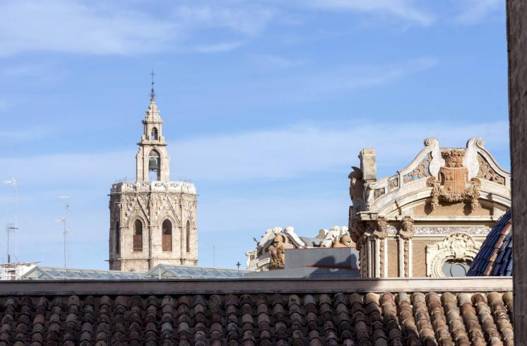 Piso de más de 200m2 en venta cerca del Ayuntamiento de Valencia.