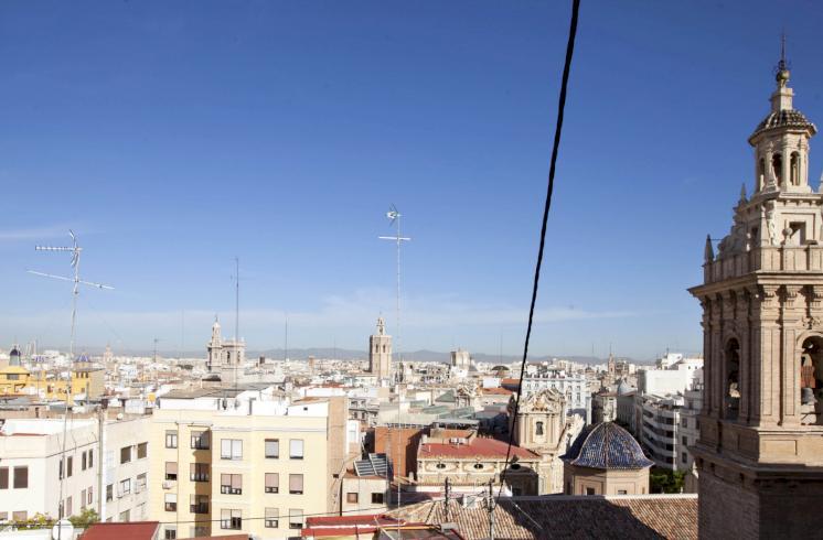 Fantástico ático muy luminoso en la calle Poeta Querol de Valencia.