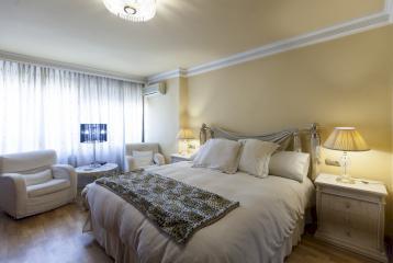 Piso de tres dormitorios en venta en Extramurs, Valencia.